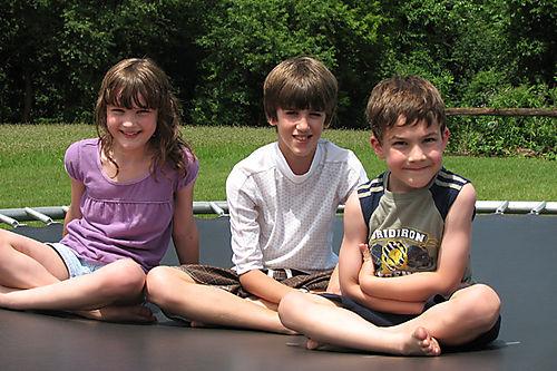 Kids trampoline lr